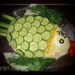 Как и чем украсить салат - в виде рыбы