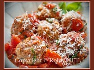 фрикадельки с помидорами и базиликом