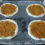 Пицца - положили салат на тесто