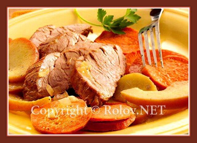 жареная свинина с картофелем и яблоками
