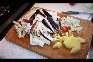 Баклажаны с картофелем - нарезали продукты