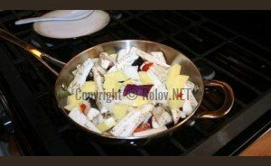 Баклажаны с картофелем - обжариваем продукты