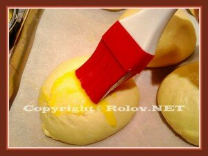 смазать яйцом