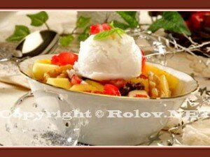 фруктовый салат с мороженым