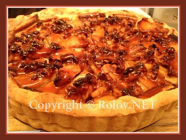 яблочный пирог с орехами и карамелью