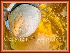 перемешать мучную и масляную смеси