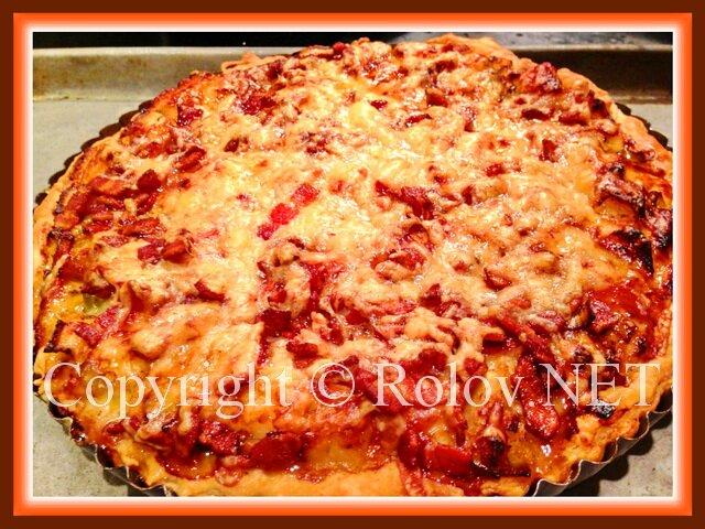 пицца с беконом и луком пореем